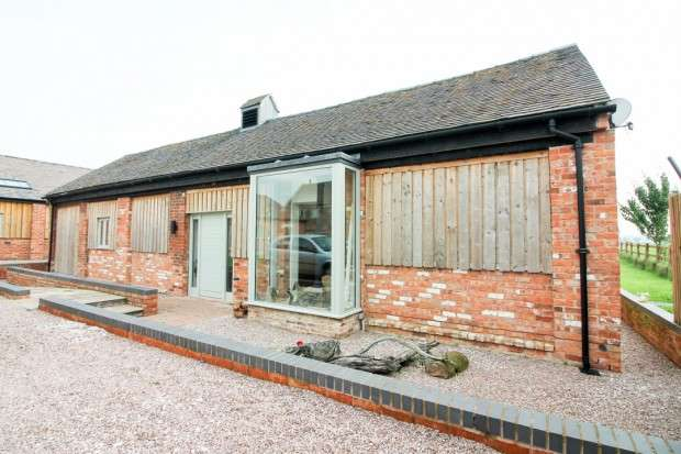 3 Bedrooms Barn Conversion Character Property for sale in Coole Barns Coole Lane, Nantwich , CW5