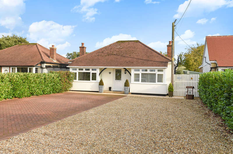 2 Bedrooms Detached Bungalow for sale in Stane Street, North Heath, Pulborough, RH20
