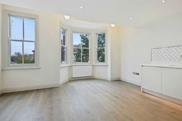 2 Bedrooms Flat for sale in Hillcrest Road, Acton, London