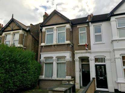Flat for sale in Ilford, Essex