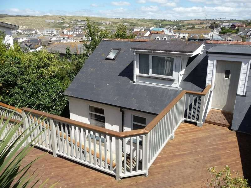 3 Bedrooms Semi Detached House for sale in Lower Tywarnhayle Road, Perranporth