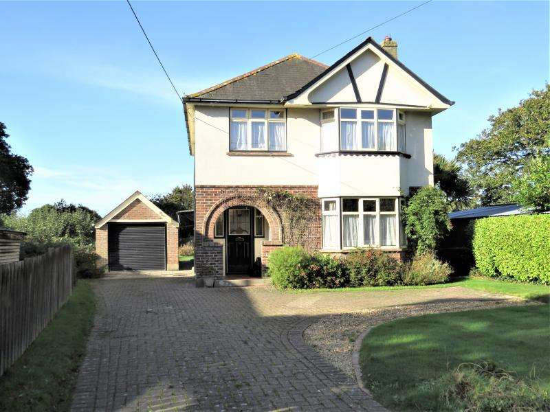 3 Bedrooms Detached House for sale in Detached Character Home