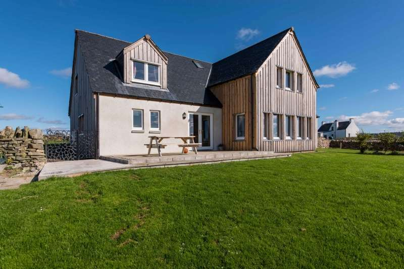 4 Bedrooms Detached House for sale in Forge Cottage, Shinness, Lairg, Sutherland, IV27 4DN