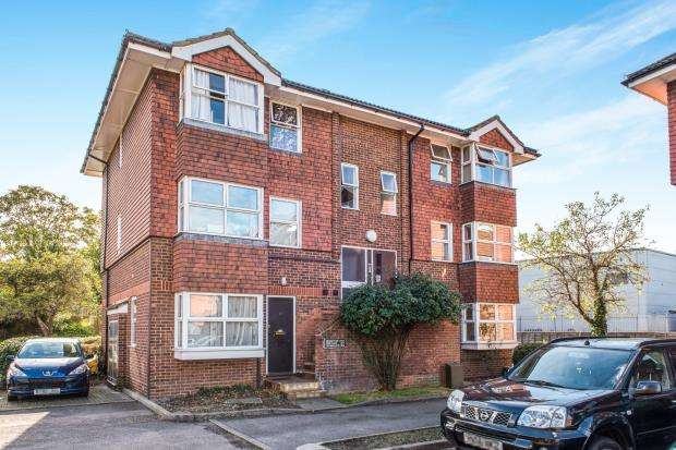 2 Bedrooms Flat for sale in Josephs Road, Guildford, Surrey