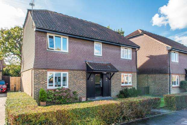 1 Bedroom Retirement Property for sale in Burpham, Guildford, Surrey