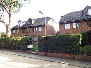 2 Bedrooms Flat for sale in Mount Lodge, Valley View Road, Rochester, Kent