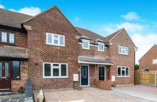 3 Bedrooms Terraced House for sale in Knights Road, Hoo, Rochester, Kent