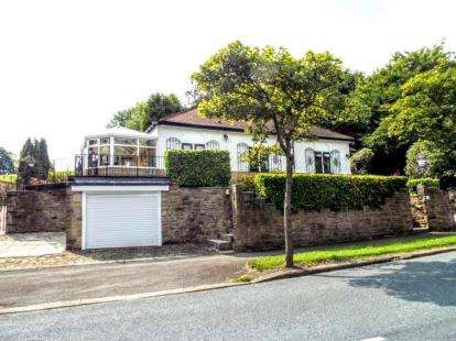 3 Bedrooms Bungalow for sale in Nelson Road, Briercliffe, Burnley, Lancashire, BB10