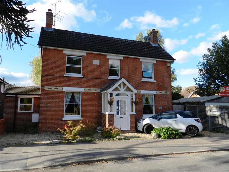 5 Bedrooms Detached House for sale in Forest Road, Crowthorne