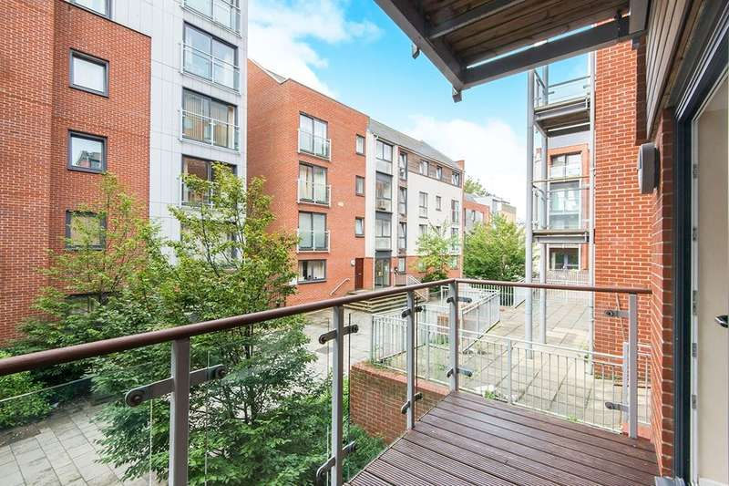 2 Bedrooms Flat for sale in High Street, Southampton, SO14