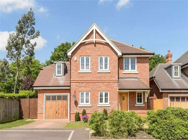 4 Bedrooms Detached House for sale in Farnesdown Drive, WOKINGHAM, Berkshire