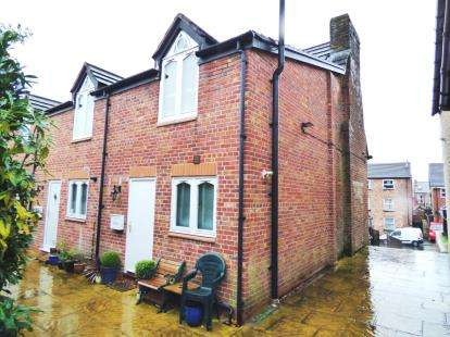 2 Bedrooms Flat for sale in Crompton Road, Macclesfield, Cheshire