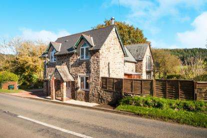 4 Bedrooms Detached House for sale in Chulmleigh, Chawleigh, Devon