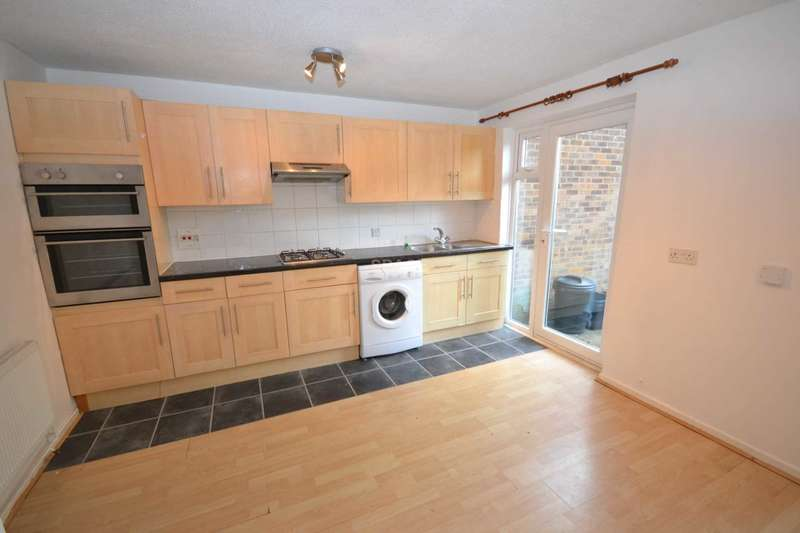 3 Bedrooms Semi Detached House for rent in Chilcombe Way, Reading