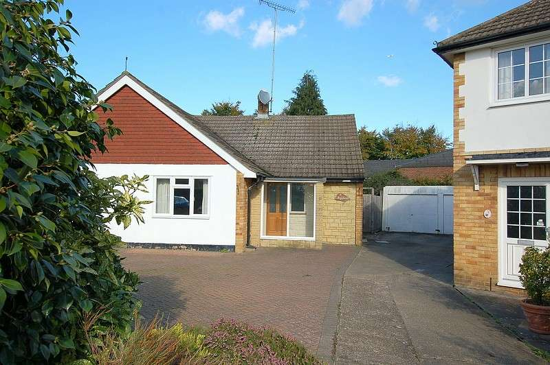 3 Bedrooms Bungalow for sale in New Haw