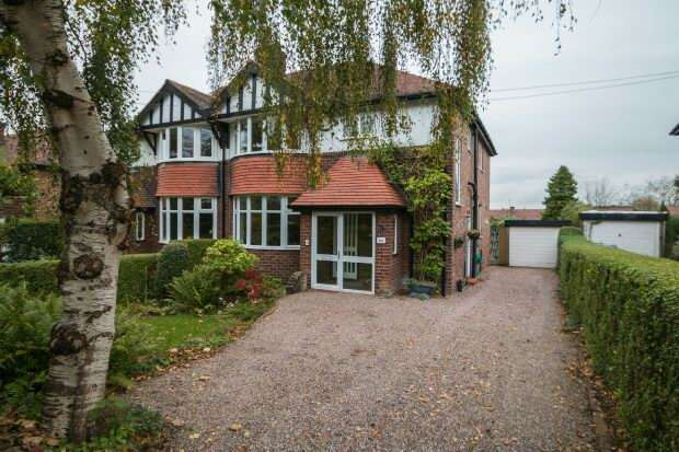 4 Bedrooms Semi Detached House for sale in Grove Lane, Hale