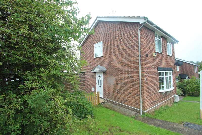 3 Bedrooms Semi Detached House for sale in Avon Way, Colchester