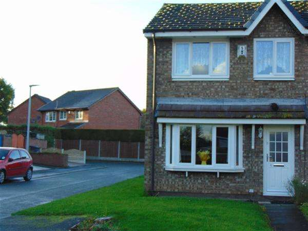 3 Bedrooms Terraced House for sale in Shevington Close, Widnes