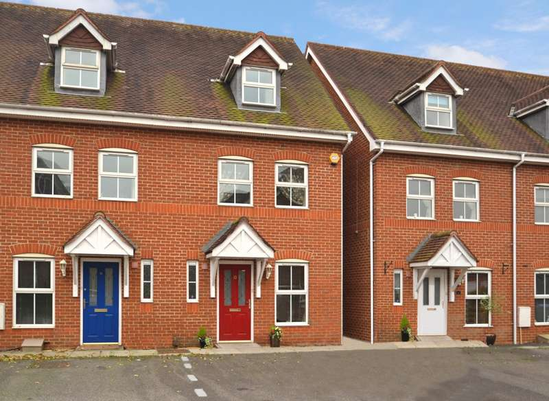 3 Bedrooms House for sale in Old Guildford Road, Broadbridge Heath, Horsham, West Sussex, RH12