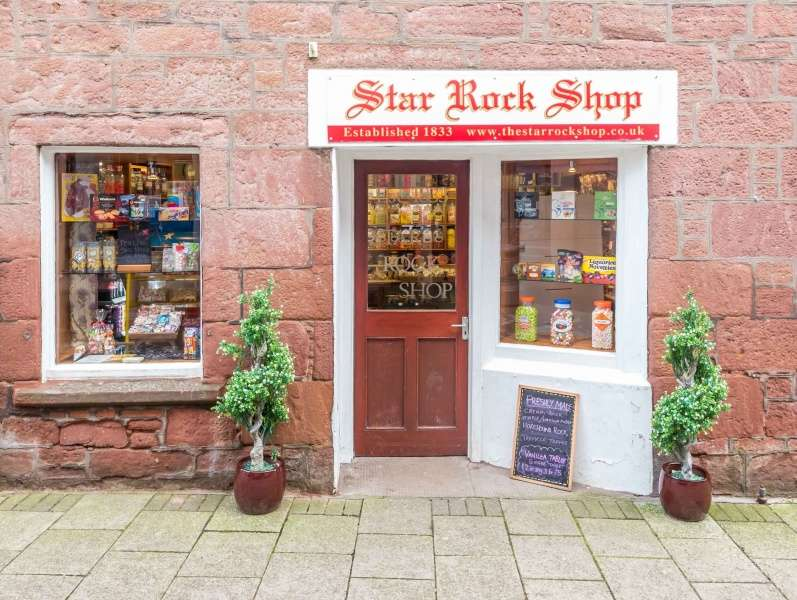 Shop Commercial for sale in 25 The Roods, Kirriemuir, DD8 4EZ
