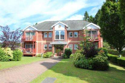 2 Bedrooms Flat for sale in Victoria Square, Mearnskirk Road