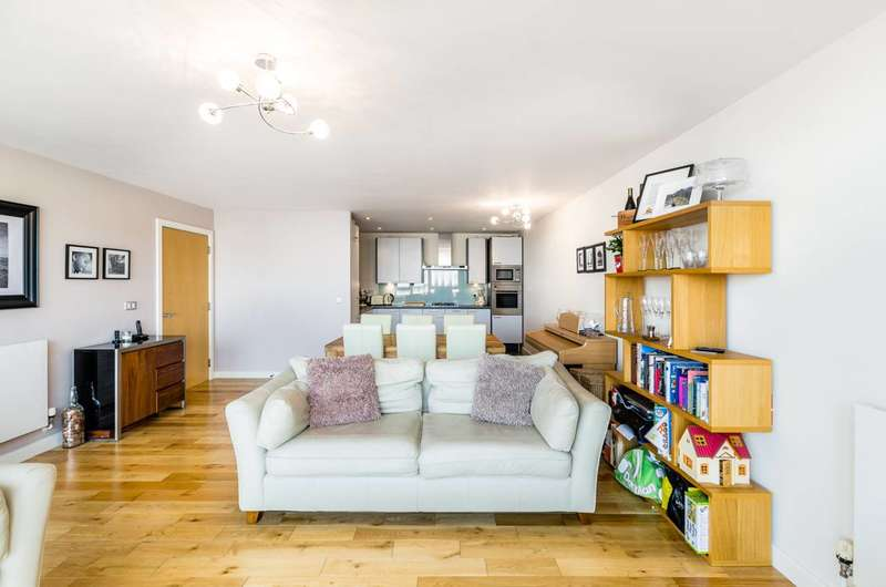 2 Bedrooms Flat for sale in Rayleigh Road, Docklands, E16