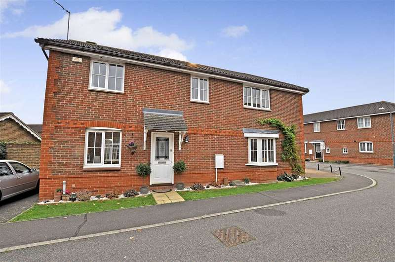 3 Bedrooms Semi Detached House for sale in Silvester Way, Chelmsford