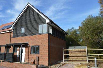 2 Bedrooms Semi Detached House for sale in Waltham Chase, Hampshire