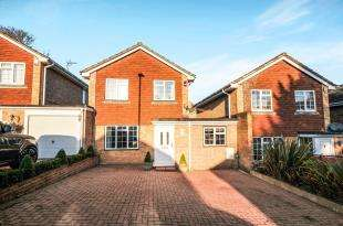 3 Bedrooms Link Detached House for sale in Churchside Close, Biggin Hill, Westerham, Kent