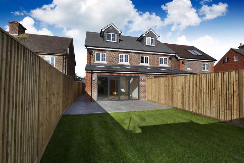 3 Bedrooms Semi Detached House for sale in Horsham, West Sussex