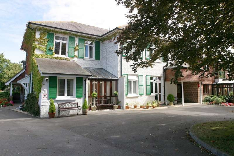 1 Bedroom Flat for sale in Pyrford Gardens, Lymington, Hampshire