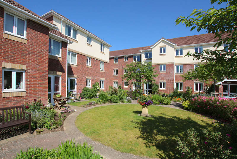 1 Bedroom Flat for sale in Andrews Lodge, Tylers Close, Lymington, Hampshire