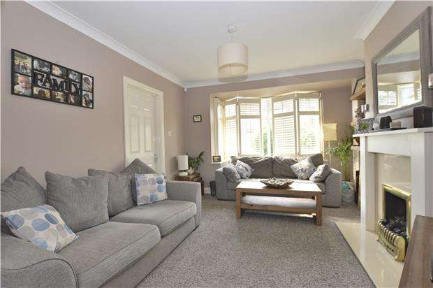 3 Bedrooms Semi Detached House for sale in The Crossways, Merstham, REDHILL, RH1 3NA