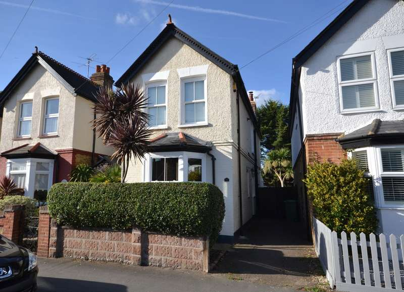 3 Bedrooms Detached House for sale in Walton on Thames