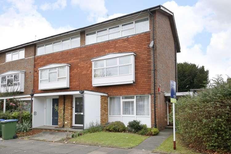 3 Bedrooms Maisonette Flat for sale in Southbourne Gardens Lee SE12