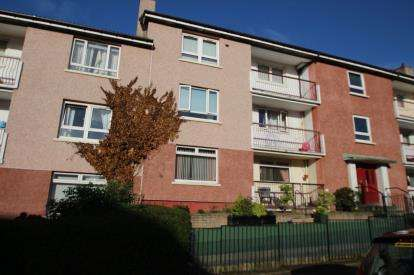3 Bedrooms Flat for sale in Barmulloch Road, Glasgow