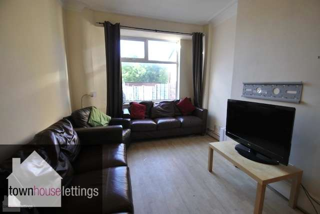 8 Bedrooms Terraced House for rent in Slade Lane, Fallowfield, Manchester, m19 2AE