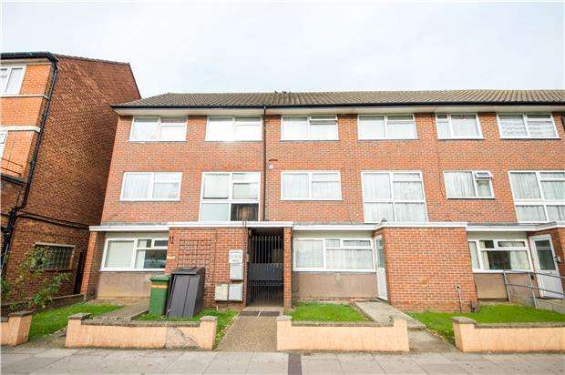 3 Bedrooms Maisonette Flat for sale in Beverley Drive, EDGWARE, Middlesex, HA8 5NB
