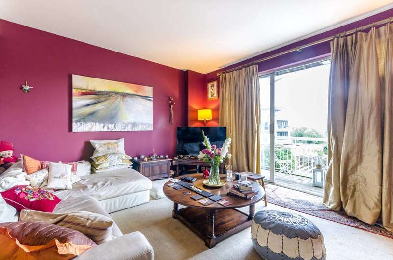 2 Bedrooms Flat for sale in Regatta Point, Chiswick, TW8