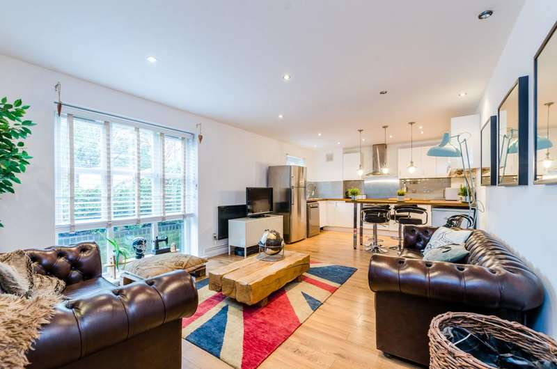 3 Bedrooms Flat for sale in Hawgood Street, Bow, E3