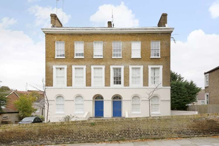 1 Bedroom Flat for sale in Woodhill Woolwich SE18