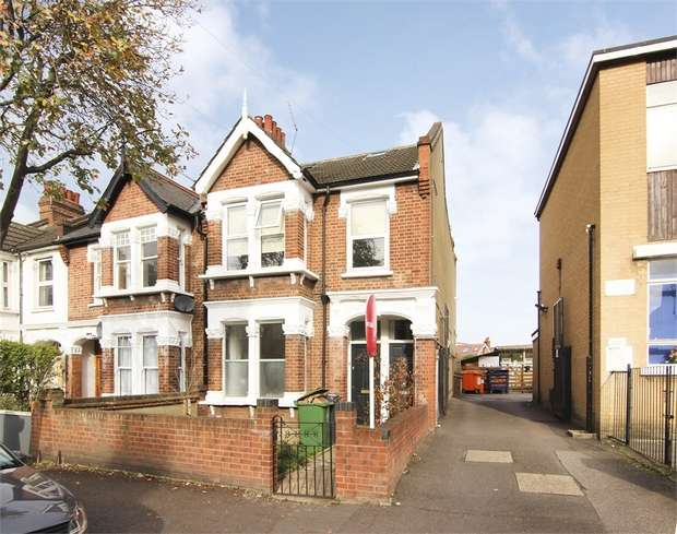 3 Bedrooms Flat for sale in Greenleaf Road, Walthamstow, London