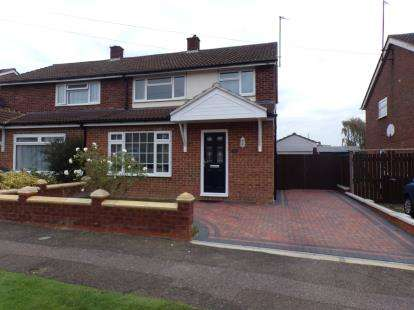 3 Bedrooms Semi Detached House for sale in Pipit Rise, Bedford, Bedfordshire