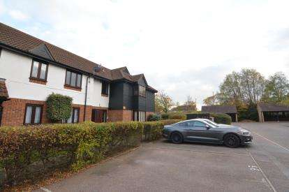 2 Bedrooms Flat for sale in Basildon, Essex, United Kingdom