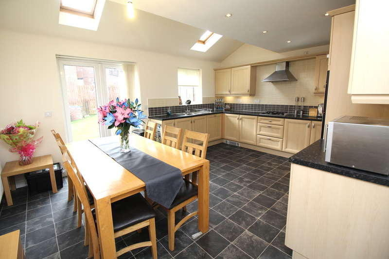 5 Bedrooms Detached House for sale in Blenkinsop Way, Middleton