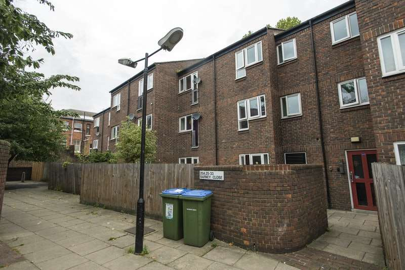 1 Bedroom Flat for sale in Barney Close, Charlton, London, SE7