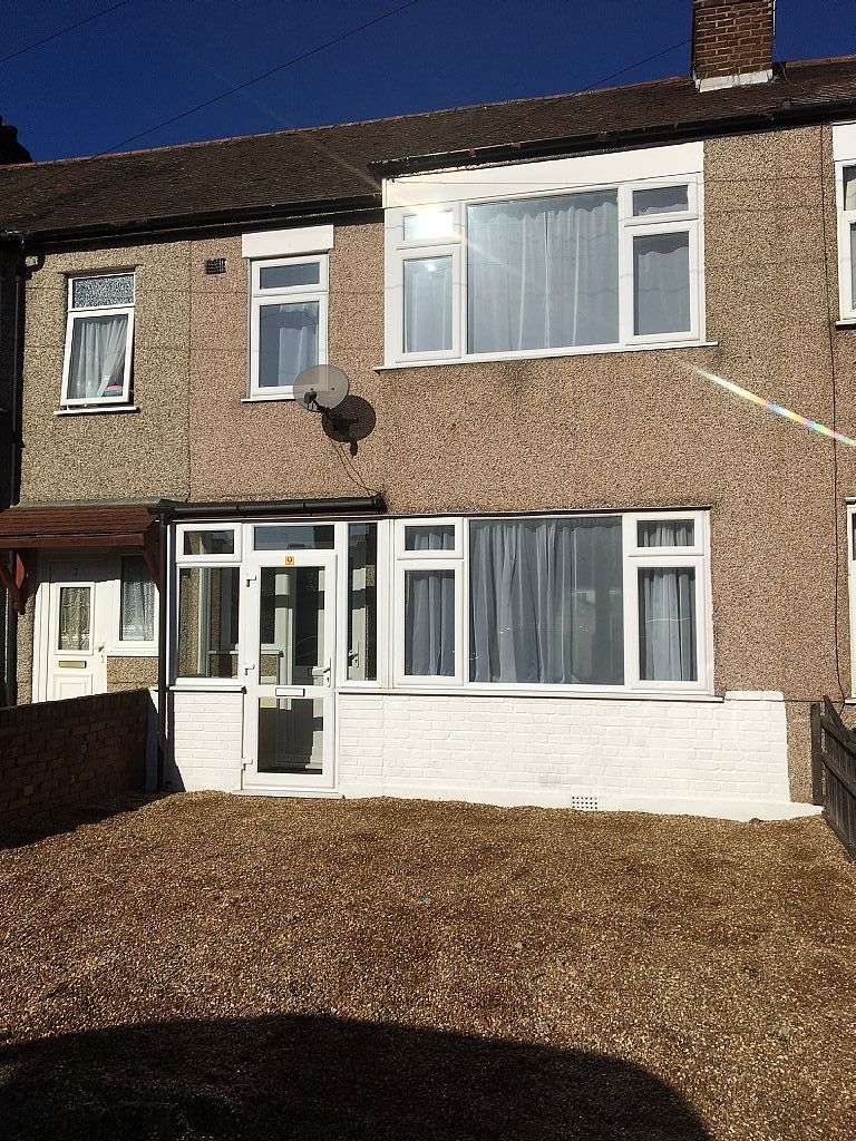 3 Bedrooms Terraced House for sale in Gainsborough Road, Rainham, London, RM13 7DL