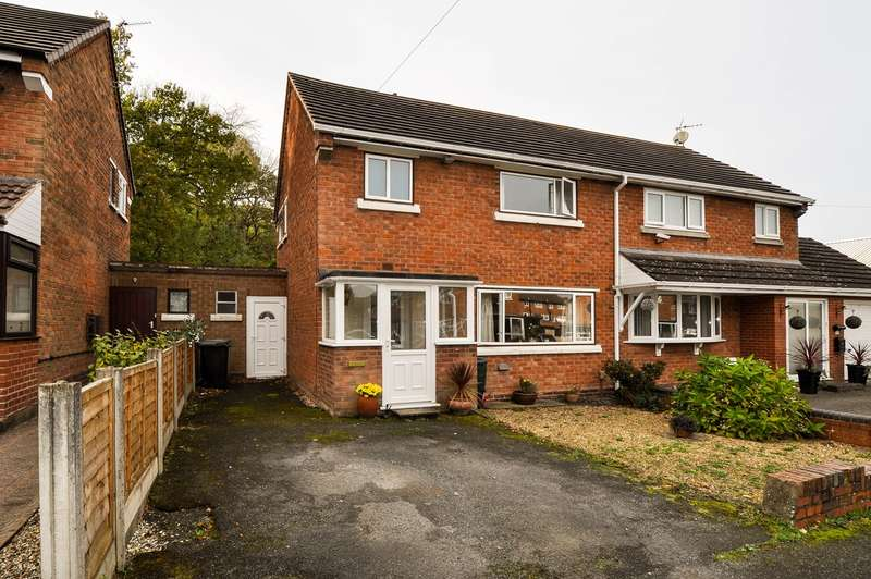 3 Bedrooms Semi Detached House for sale in Foxlydiate Crescent, Batchley, Redditch, B97