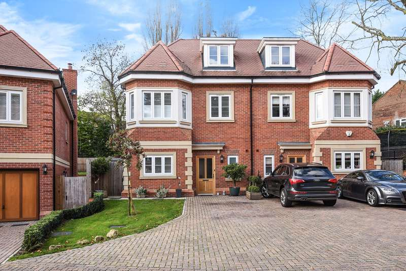 4 Bedrooms Semi Detached House for sale in Westminster Close, Northwood
