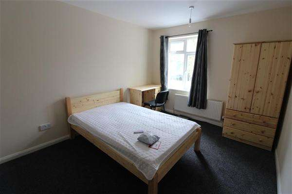 6 Bedrooms Semi Detached House for rent in Arnold Road, Southampton